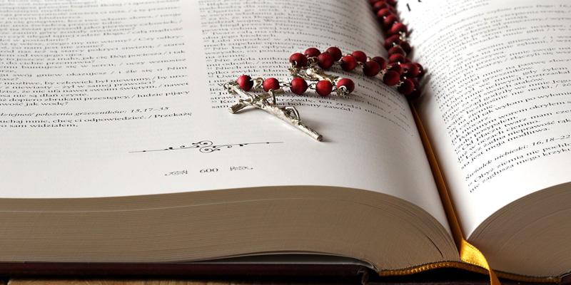 Rosario con biblia